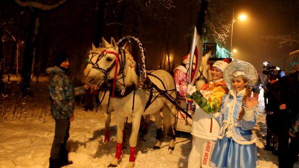 Огонь ОИ прокатили на лошадях в Пензе и пронесли по набережной Волги в Саратове