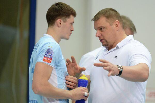 Главный тренер ВК Зенит-Казань Владимир Алекно (справа) и Игорь Кобзарь