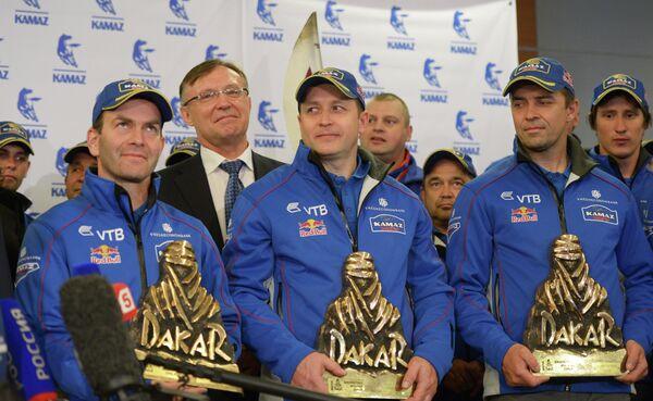 Пилоты команды КАМАЗ-мастер Андрей Каргинов (слева) и Игорь Девяткин (справа)