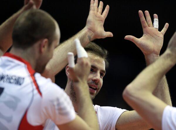 Игрок ВК Белогорье Драган Травица (в центре)