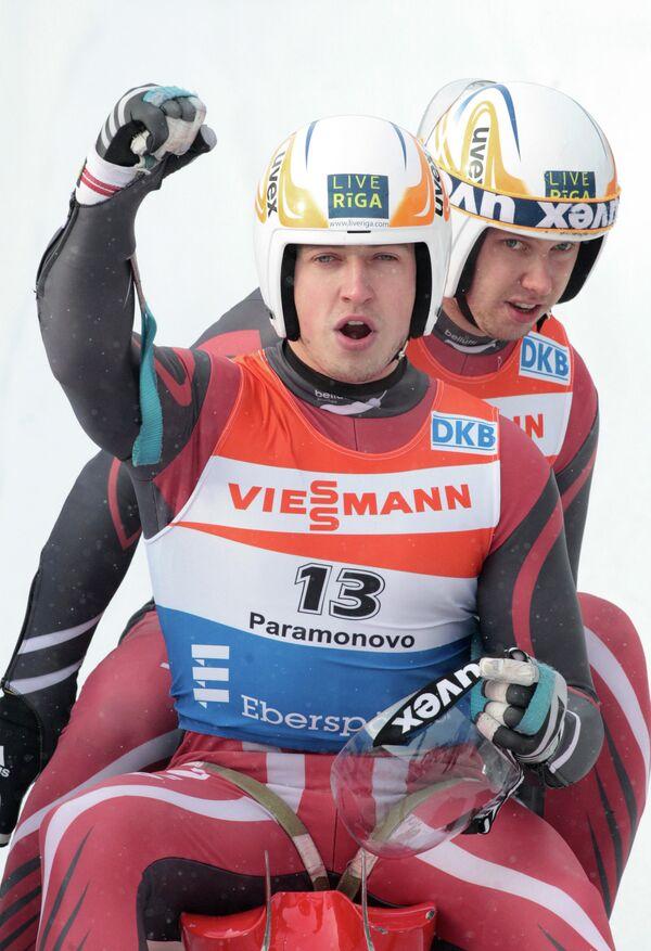 Латвийцы Андрис (на первом плане) и Юрис Шицсы