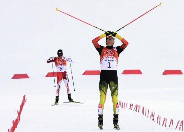 Акито Ватабэ (на заднем плане) и Эрик Френцель