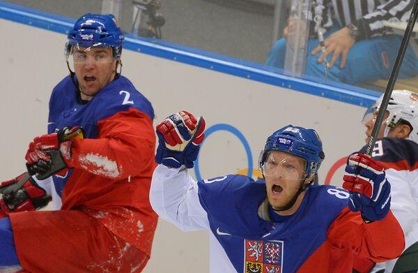 Марек Жидлицкий (Чехия) и Алеш Гемский (Чехия) в четвертьфинальном матче между сборными командами США и Чехии