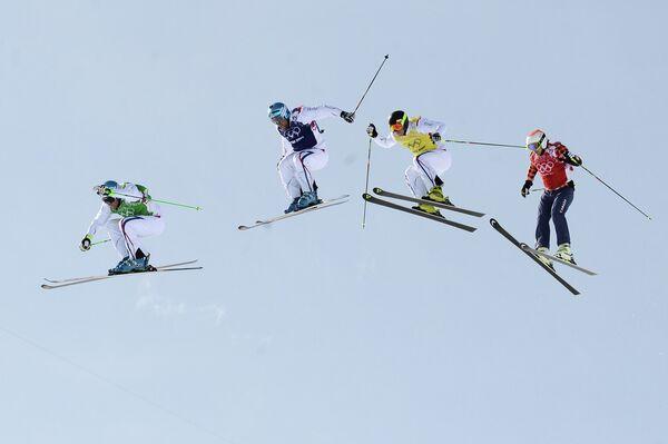 Фристайлисты Жан-Фредерик Шапюи (Франция), Арно Боволента (Франция), Жонатан Мидоль (Франция), Брэди Лемен (Канада) в финале ски-кросса