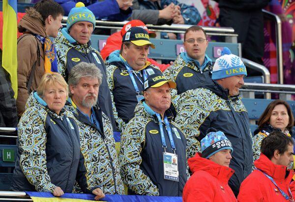 Сергей Бубка (слева на втором плане)