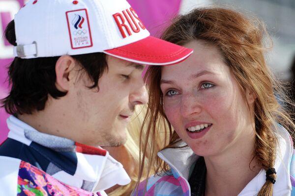 Вик Уайлд (Россия), завоевавший золотую медаль, и его супруга Алена Заварзина