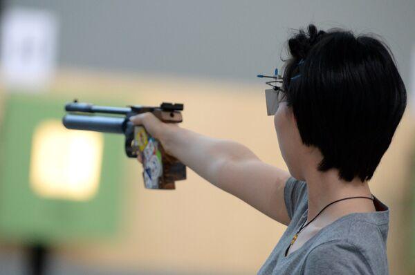 Cтрельба из пневматического пистолета
