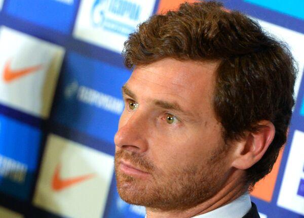 Новый главный тренер футбольного клуба Зенит Андре Виллаш-Боаш во время пресс-конференции