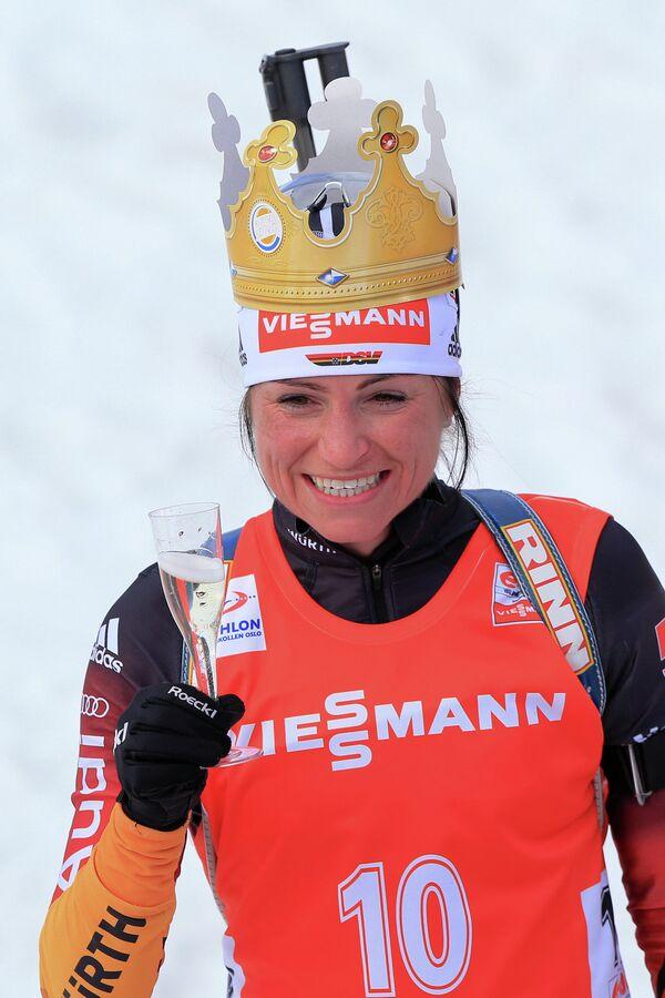 Андреа Хенкель (Германия) на финише гонки с масс-старта в соревнованиях среди женщин