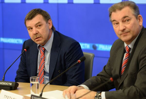 Олег Знарок (слева) и президент Федерации хоккея России Владислав Третьяк