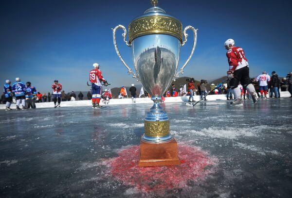 Выставочный матч Ночной Хоккейной Лиги на льду озера Байкал