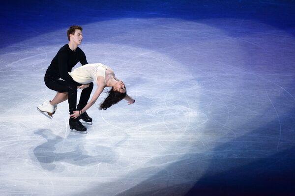 Елена Ильиных и Никита Кацалапов (Россия) во время показательного выступления
