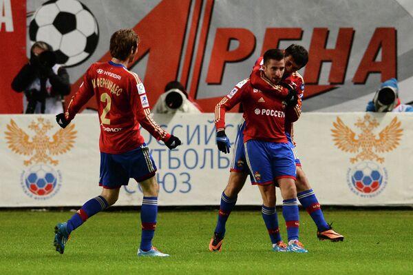 Футболисты ЦСКА Марио Фернандес, Зоран Тошич и Алан Дзагоев (слева направо)
