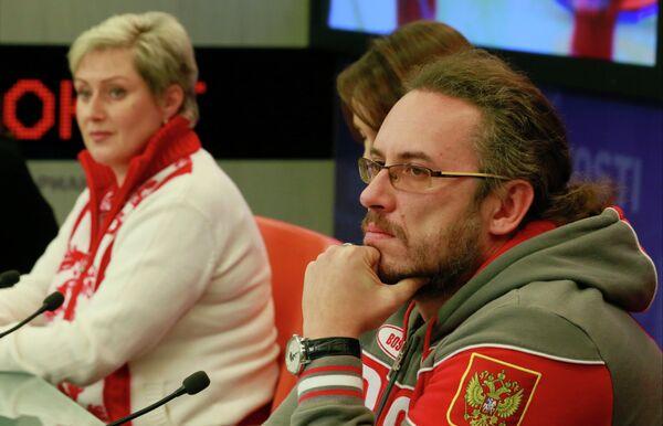 Cтарший тренер женской сборной команды Светлана Калалб и старший тренер мужской сборной команды Василий Гудин