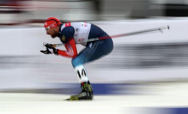 Алексей Петухов (Россия) во время индивидуального спринта свободным стилем среди мужчин Кубка мира 2013 - 2014