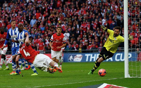 Арсенал стал первым финалистом Кубка Англии, обыграв по пенальти Уиган