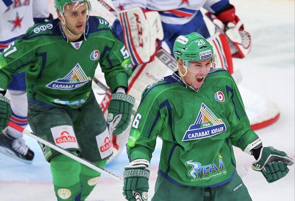 Ильдар Исангулов (справа)