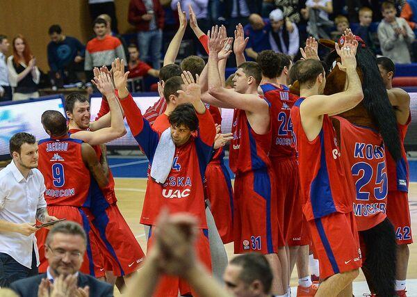 Баскетболисты ПБК ЦСКА радуются победе