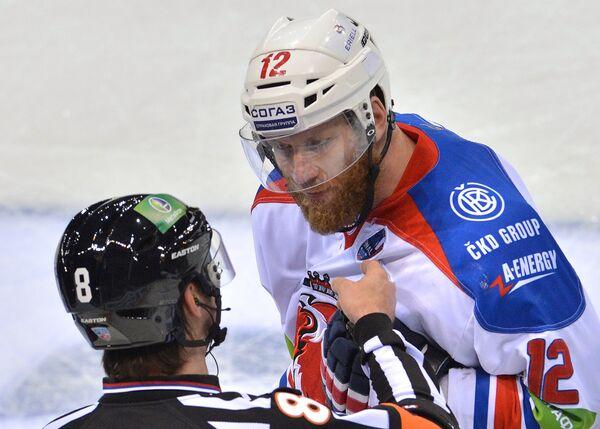 Иржи Новотны (справа)