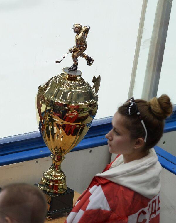 Главный приз Молодежной хоккейной лиги Кубок Харламова