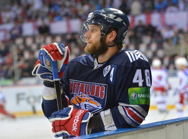 Игрок ХК Металлург Евгений Бирюков