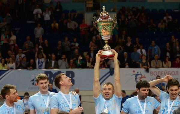 Игроки ВК Зенит-Казань после победы в чемпионате России по волейболу