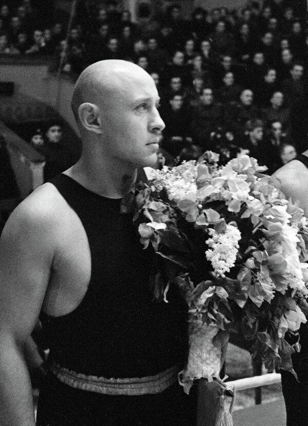 Советский боксер Н.Королев