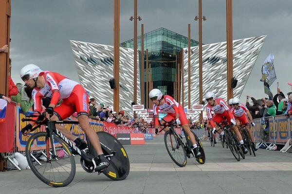 Велогонщики Катюши на первом этапе Джиро д'Италия