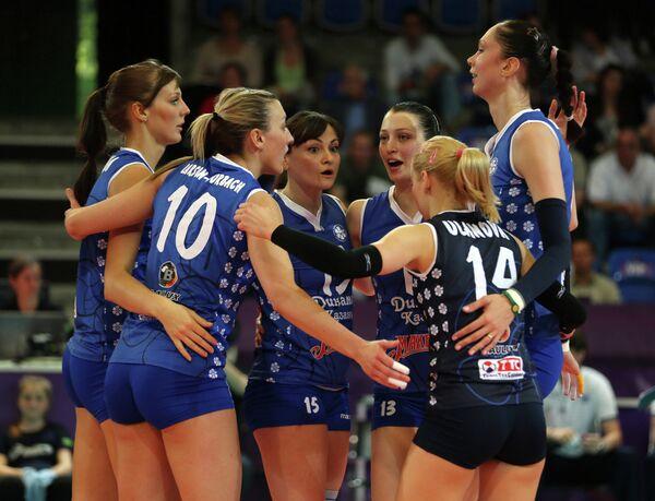Волейболистки Динамо радуются победе в полуфинальном матче клубного чемпионата мира