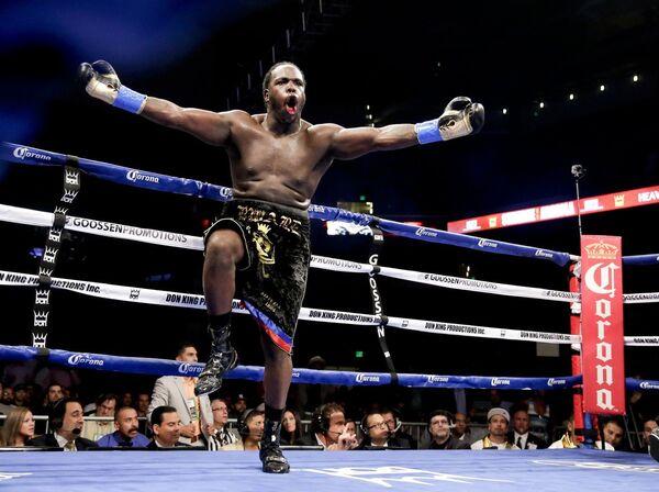 Канадский боксер Бермейн Стиверн нокаутировал американца Криса Арреолу