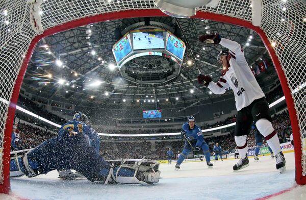 Игровой момент матча Казахстан-Латвия
