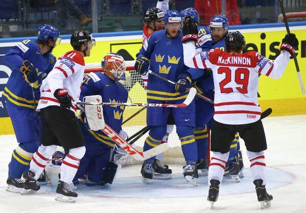 Игровой момент матча Канада - Швеция