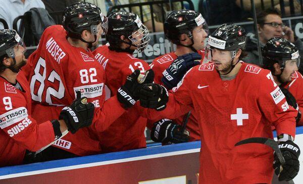 Игроки сборной Швейцарии радуются забитому голу
