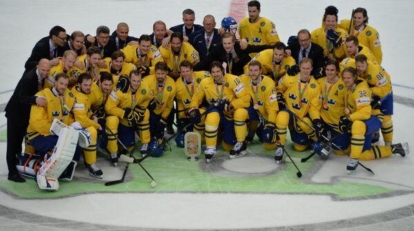 Хоккеисты сборной Швеции с бронзовыми медалями чемпионата мира по хоккею 2014