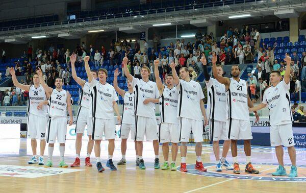 Баскетболисты Нижнего Новгорода радуются победе в матче полуфинальной серии Единой Лиги ВТБ