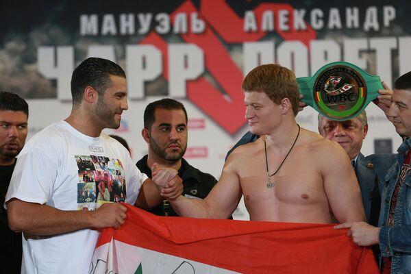 Александр Поветкин (справа) и Мануэль Чарр