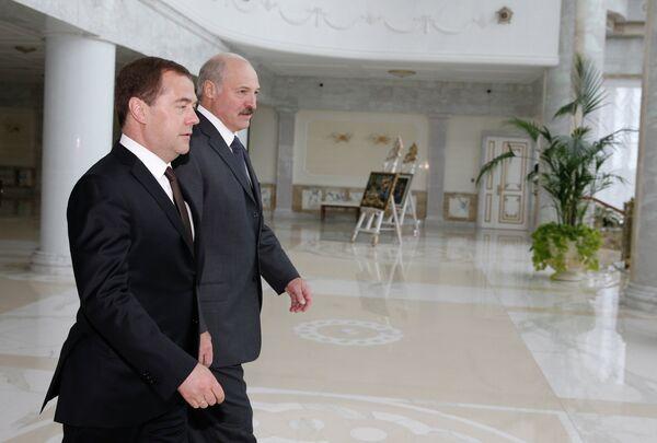 Дмитрий Медведев (слева) и Александр Лукашенко