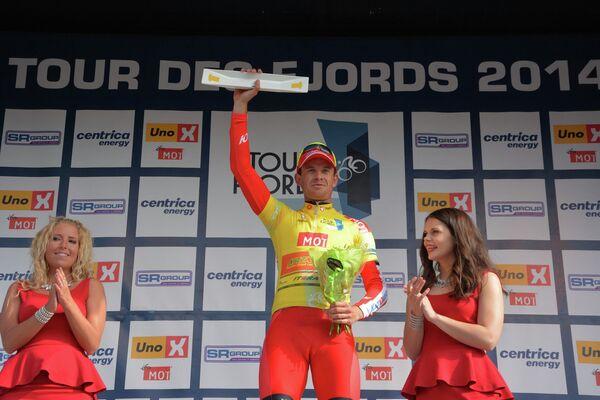 Норвежский велогонщик российской Катюши Александр Кристофф на подиуме последнего этапа многодневки Тур фьордов