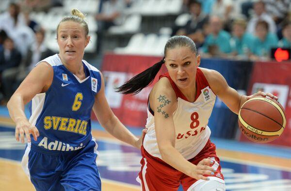 Фрида Элдебринк (слева) и Марина Карпунина