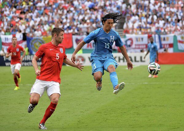 Игровой момент матча Англия - Гондурас