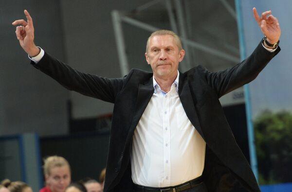 Главный тренер сборной России Анатолий Мышкин