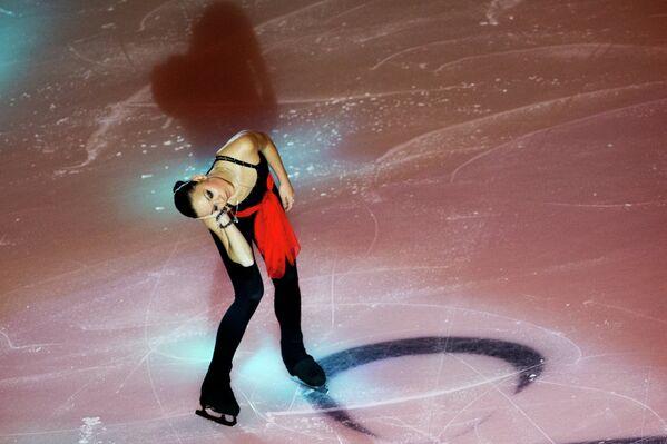 Российская фигуристка Аделина Сотникова во время четвертого этапа Гран-при по фигурному катанию в Москве