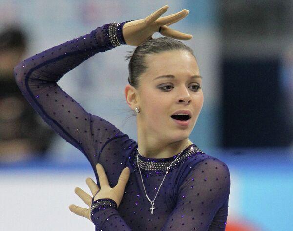 Аделина Сотникова выступает в произвольной программе женского одиночного катания на чемпионате России по фигурному катанию в Сочи
