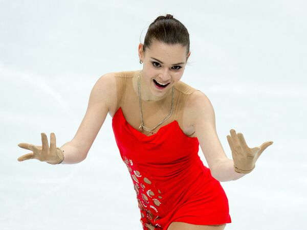 Аделина Сотникова выступает в короткой программе женского одиночного катания на чемпионате России по фигурному катанию в Сочи