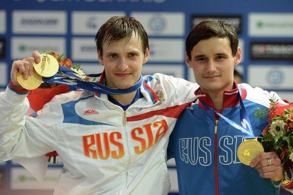 Российский спортсмен Алексей Черемисинов (слева), занявший первое место, и российский спортсмен Тимур Сафин,
