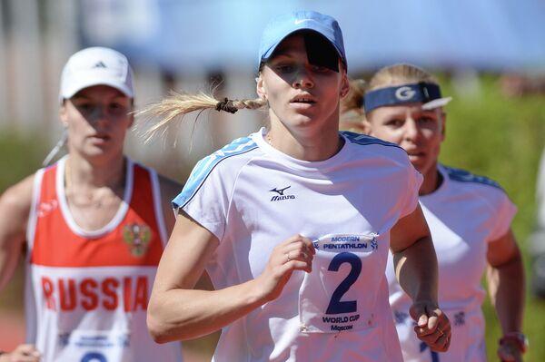 Анна Буряк (в центре) и Анна Савченко (справа)