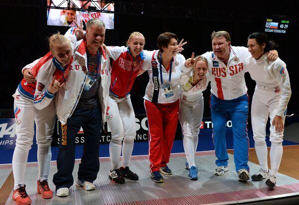 Российские шпажистки и тренеры