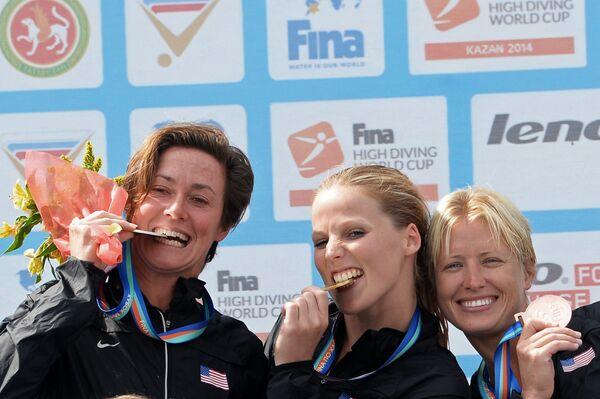 Призеры соревнований среди женщин на кубке мира по хайдайвингу в Казани (слева направо): Джинжер Хубер - серебряная медаль, Рэйчел Симпсон  - золотая медаль, Сесиль Карлтон - бронзовая медаль