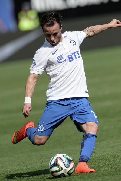 Полузащитник Динамо Матье Вальбуэна в матче 2-го тура чемпионата России по футболу