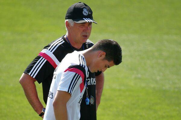 Полузащитник Реала Хамес Родригес и главный тренер сливочных Карло Анчелотти